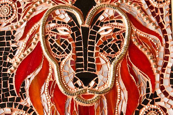 """стеклянная мозаика """"огненный лев"""""""