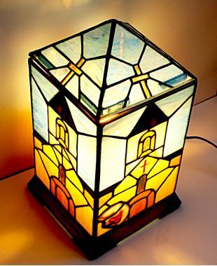 лампа настольная ручной работы с натуральным агатом витраж Храм в горах
