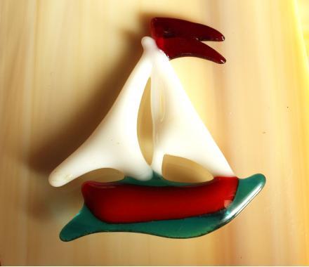"""брошь """"парусник в море"""" художественное стекло"""