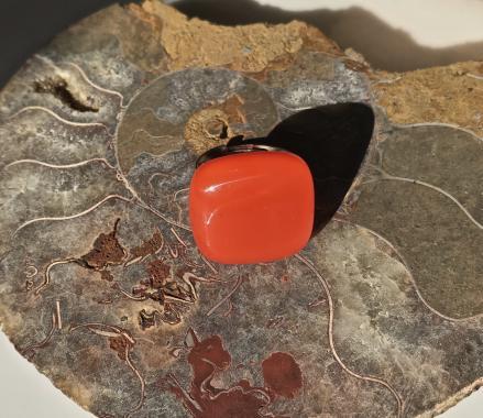 кольцо ярко-красное