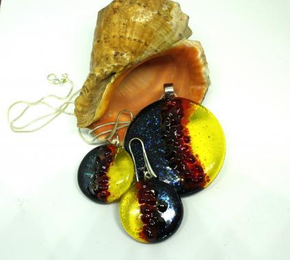 Яркий комплект украшений кулон, кольцо и серьги