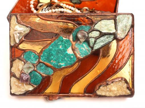 Шкатулка витражная с натуральными камнями хозяйка медной горы