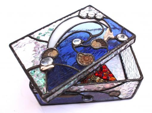 шкатулка на дне океана авторская работа с использованием настоящих ископаемых
